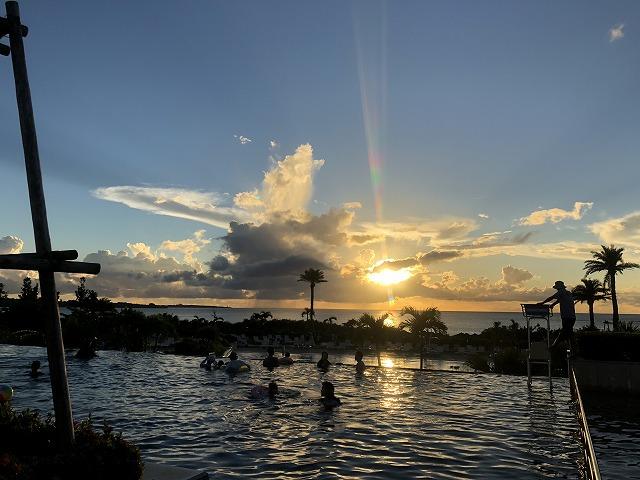 モントレ沖縄の夕日