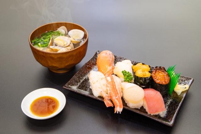 お寿司と汁物