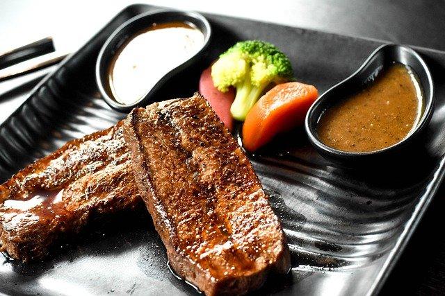 レアのステーキ